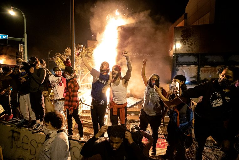 Demonstranten donderdag in de Amerikaanse stad Minneapolis. Beeld AP