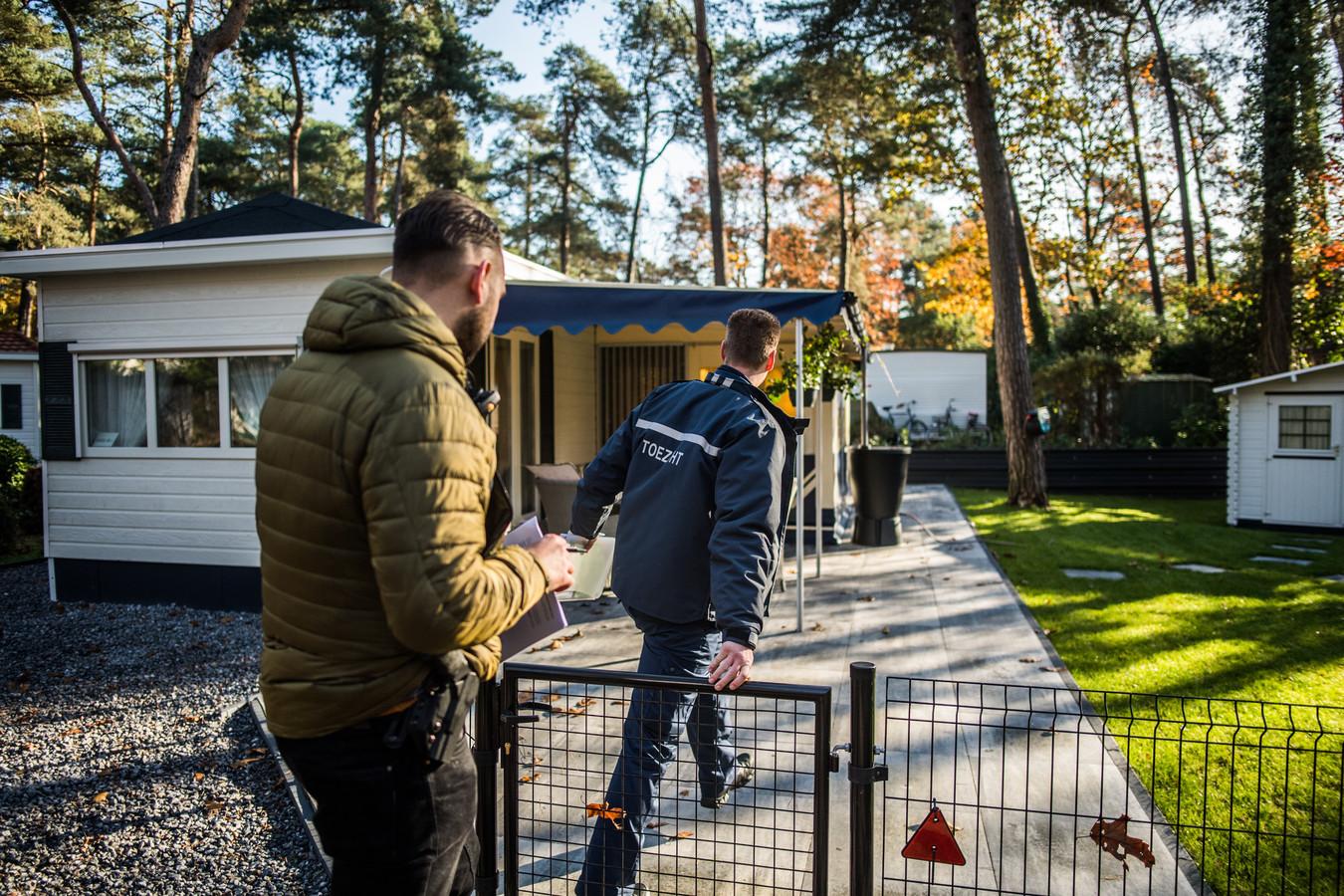 Het onderzoek op Vakantiepark Arnhem, dinsdagochtend.