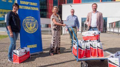 """Serviceclub Soroptimist schenkt 10 laptops aan OCMW Brugge: """"We zoeken er nog 60"""""""