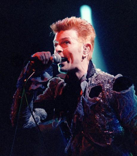 David Bowie dook onder de tafel voor Roger Moore