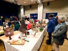 Bezoeker kerst- en hobbymarkt in Wintelre: 'Geen plaats meer, maar elke keer kopen we iets'