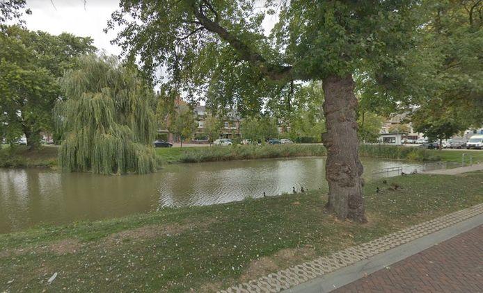 Ravelijn de Grenadier in Goes, aan de overkant van het water, gezien vanaf de Westsingel.