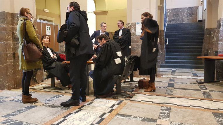 Een pak advocaten hield vandaag in Dendermonde slotpleidooien in het strafrechtelijk onderzoek naar de treinramp in Wetteren.