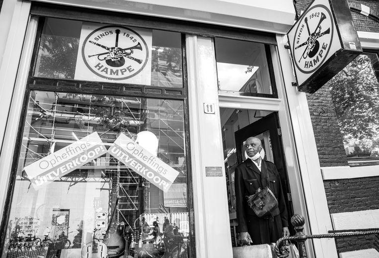 Hampe muziekwinkel. Deze klant kocht 20 viooltijdschriften (The Strad). Beeld Ineke Oostveen