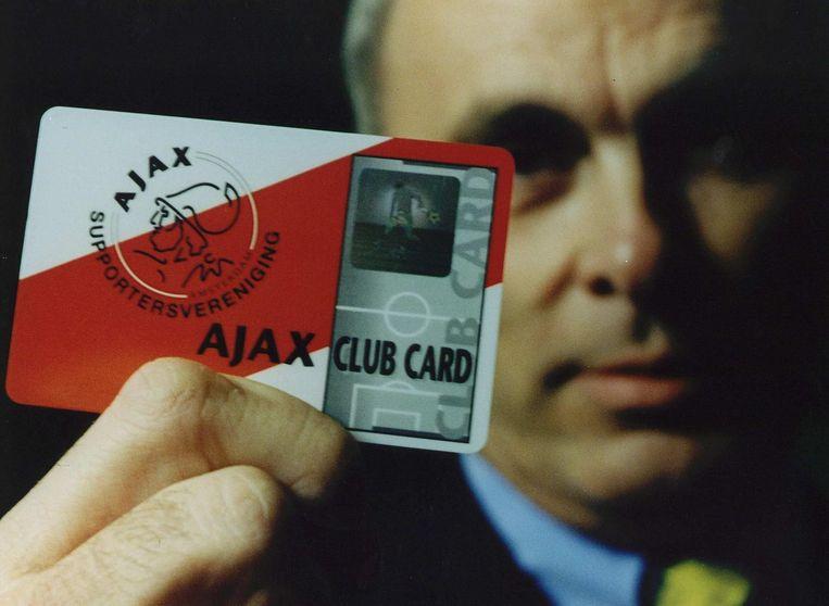 Michael van Praag met de Club Card in 1994. Beeld anp