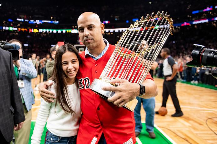 Alex Cora met zijn dochter Camila na het winnen van de World Series met de Boston Red Sox in 2018.