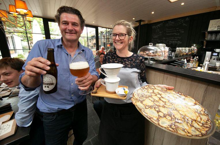 Stoffel Deschamps en Nele Vandenabeele van koffie- en theehuis Koekedoze stellen hun eigen biertje en koffie voor.