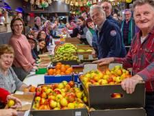RAC vult 1800 fruitmanden voor Tullepetaone die niet meer kunnen carnavallen