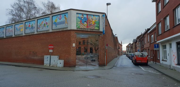 De ingang van Jeugdhuis Wollewei in Turnhout .