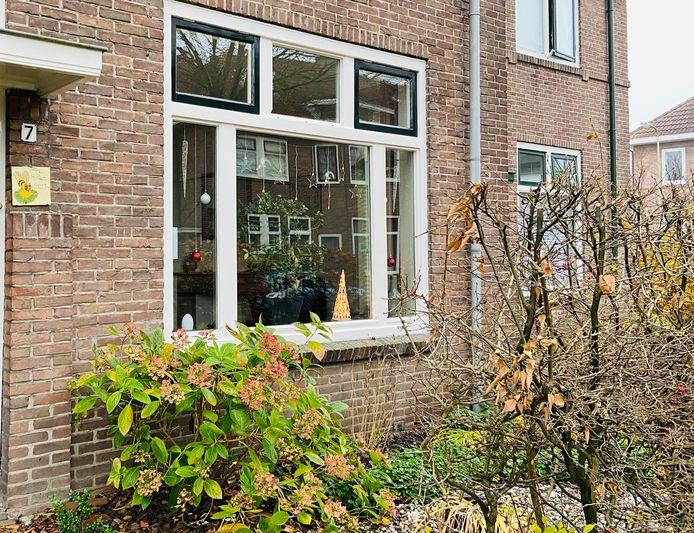 Adventskalender in Deventer: wandelen langs steeds meer versierde ramen rond de binnenstad.