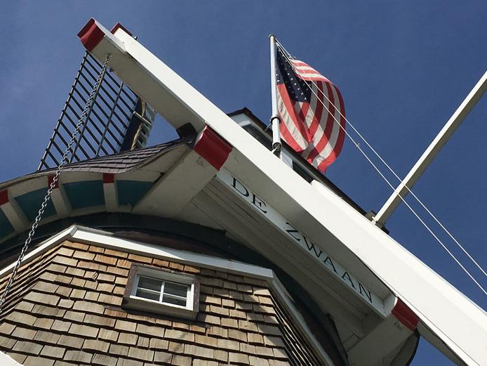 Een Amerikaanse vlag hangt in de molen.