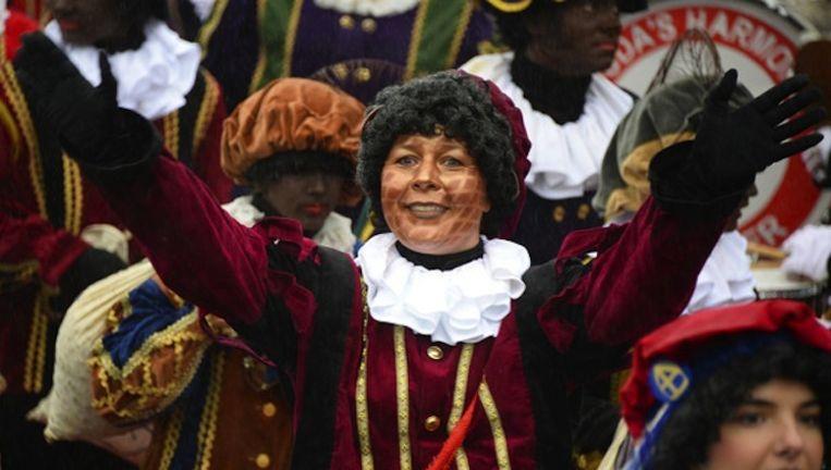Een nieuwe collega van Zwarte Piet Beeld anp