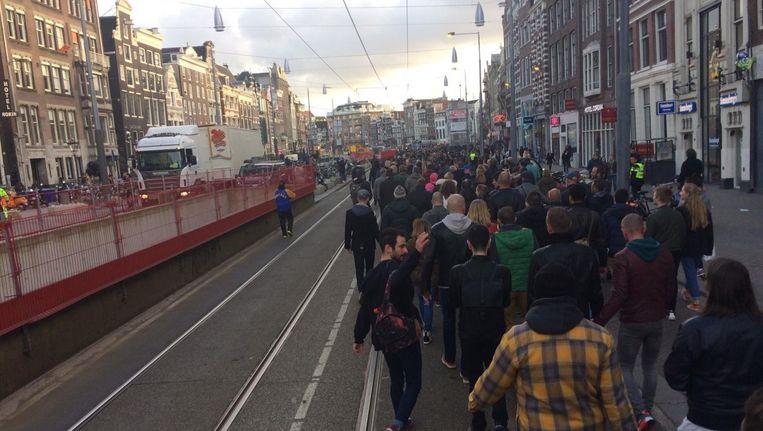 Zo'n 300 mensen lopen mee in de mars Beeld Laura Obdeijn