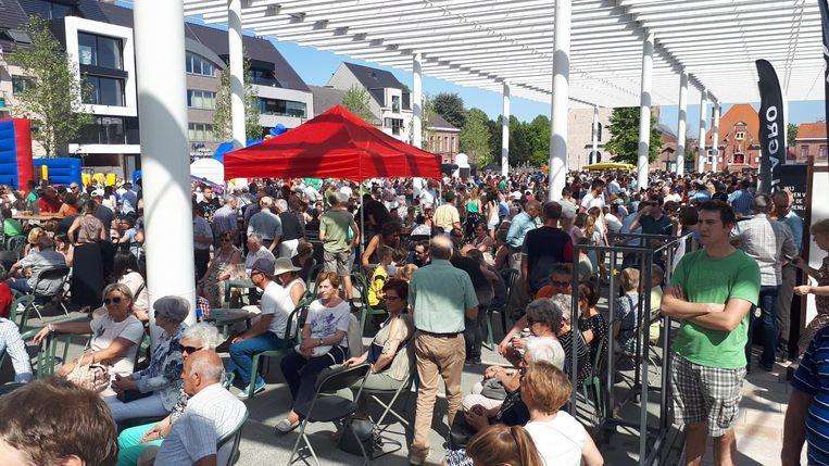 Inwoners zakten gisteren massaal af naar het nieuwe Marktplein.