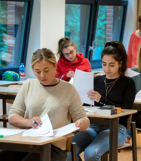 Coronabonje bij Dorenweerd College: groep ouders lijnrecht tegenover schoolbestuur