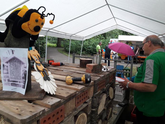 Het insectenhotel dat gemaakt werd tijdens de Natuurmarkt in De Warande in Helmond.