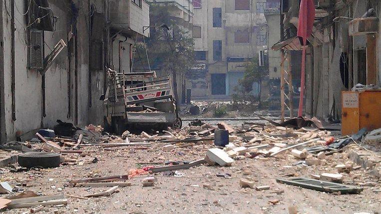 Een verwoeste straat in de Juret al-Shayyah buurt in Homs Beeld afp