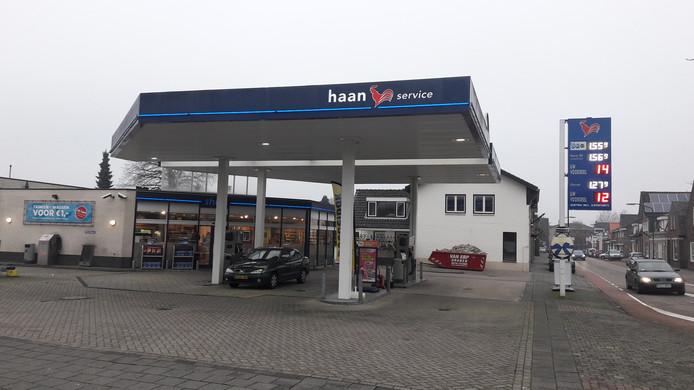 Tankstation Haan aan de Van Heeswijkstraat in Kaatsheuvel was vrijdag gewoon weer open.