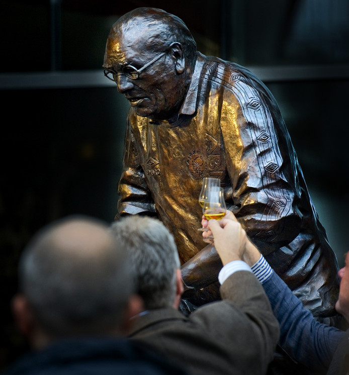 Het beeld van Bobby Haarms. De Ajax-icoon is in 2009 overleden. © ANP