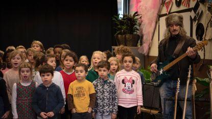 Muzikale school zingt 'Mia' als geschenk aan alle Gentenaars