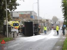 Heftruckchauffeur gewond na omslaan heftruck Industrieweg Markelo