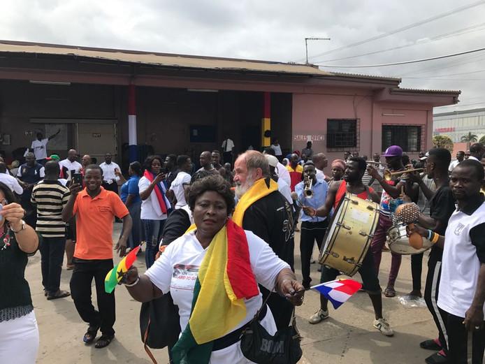 De drie avonturiers uit Harderwijk arriveren in de Ghanese hoofdstad Accra