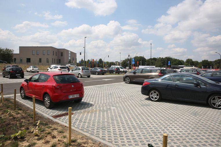 De nieuwe Nederhemparking is sinds donderdag officieel open.