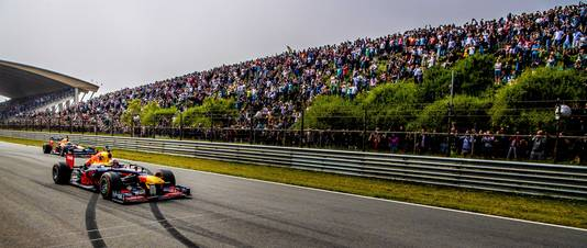 Max Verstappen en Daniel Ricciardo tijdens de Jumbo Racedagen op Zandvoort