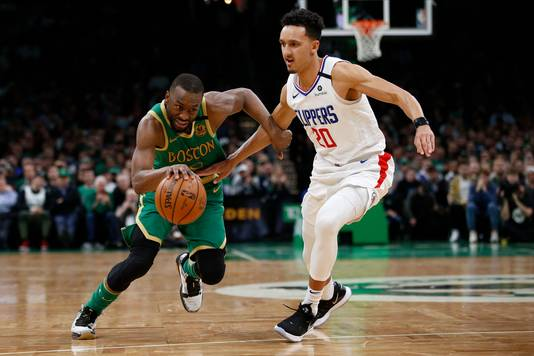 Kemba Walker (links) dribbelt langs Los Angeles Clippers' Landry Shamet.