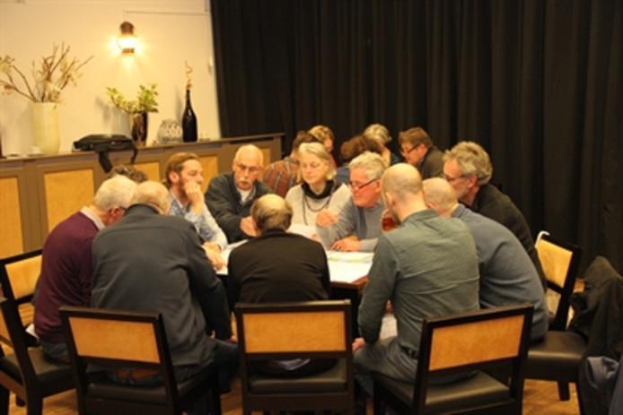 Waterschap Drents Overijsselse Delta heeft momenteel vijftig dijkdenkers, burgers die actief meedenken over de versterking van de IJsseldijk. Burgers kunnen ook de komende twee jaar meedenken.