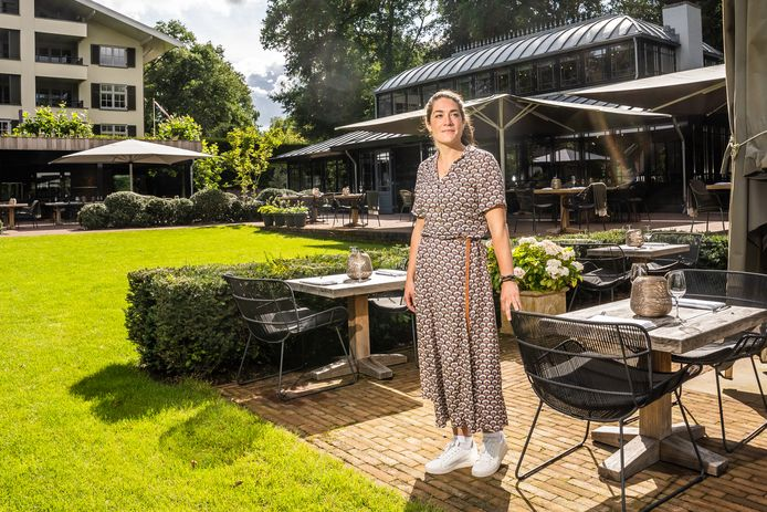 Diana Stomphorst-Bogers in de tuin van The Hunting Lodge, eerder dit jaar.