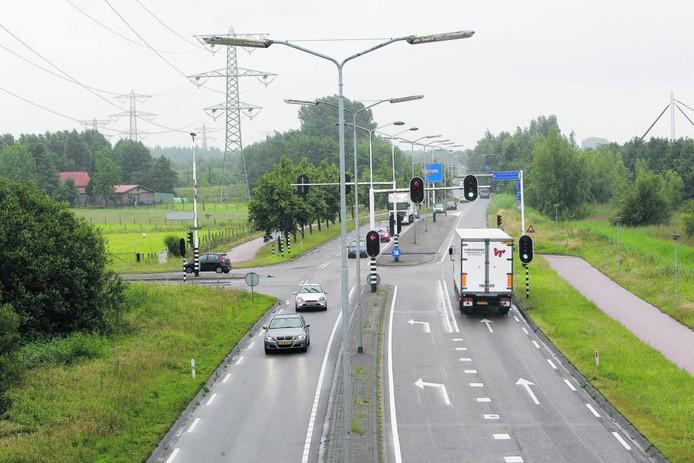 De N279 (Wolfsputterbaan) ter hoogte van de Helmondse wijk Dierdonk.