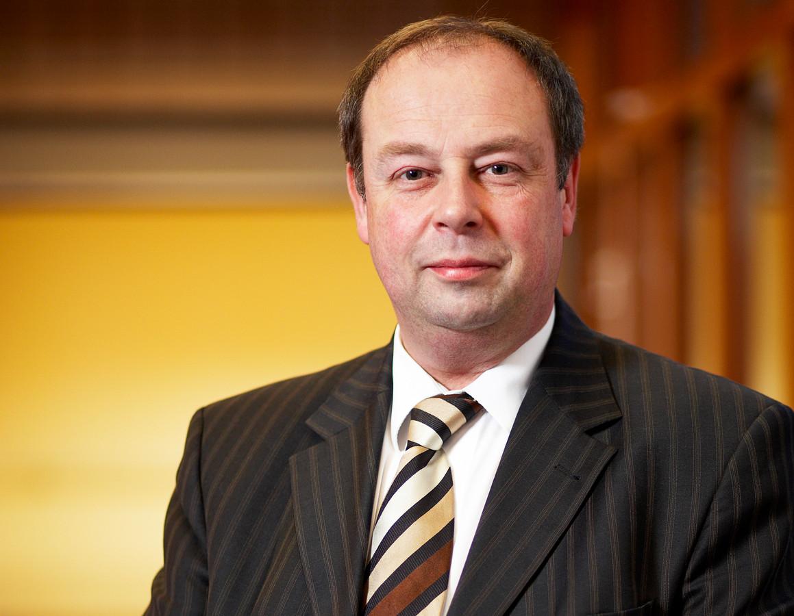 Voorzitter Olof Suttorp van de raad van toezicht van Juzt   ...Als raad van toezicht hebben we niet langer het idee dat Jos van Nunen de geschikte persoon is om van Juzt weer een gezonde organisatie te maken...