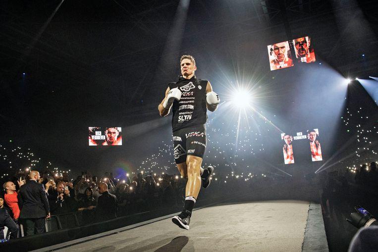 Rico Verhoeven sprint de ring in. Beeld Guus Dubbelman / de Volkskrant