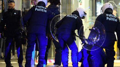 """Vader van zoon (15) die urenlang in cel zat na rellen Munt: """"Waarom? Hij riep naar vrienden die opgepakt werden omdat ze politie fotografeerden"""""""