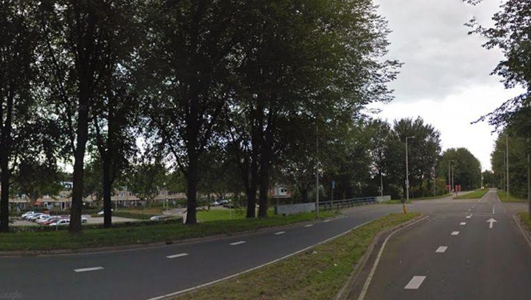 Een 43-jarige vrouw werd door een man belaagd toen zij haar auto parkeerde op een parkeerplaats aan de Molenwijk nabij de Molenaarsweg Beeld Google Streetview