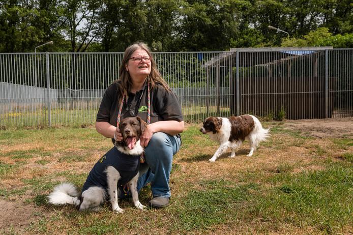 Eigenaresse Monique Slaghuis van dierenhotel Markvelde.