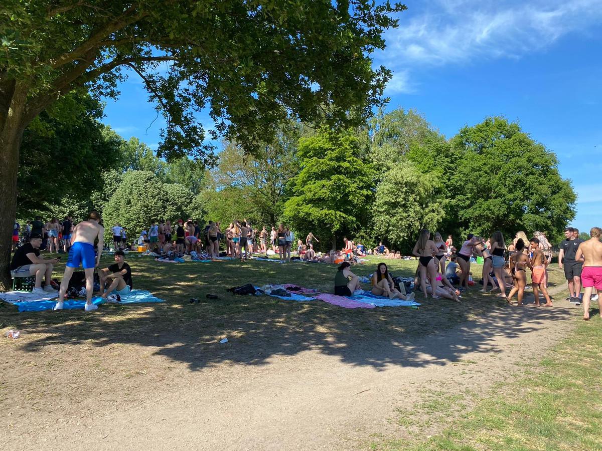 Op de  stranden van recreatieplas Bussloo was het afgelopen weekend behoorlijk druk.