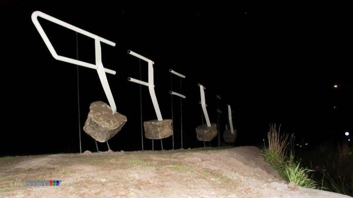 Het kunstwerk Connectie, op de grens van Zundert en Klein-Zundert is amper vier uur na de onthulling alweer vernield.
