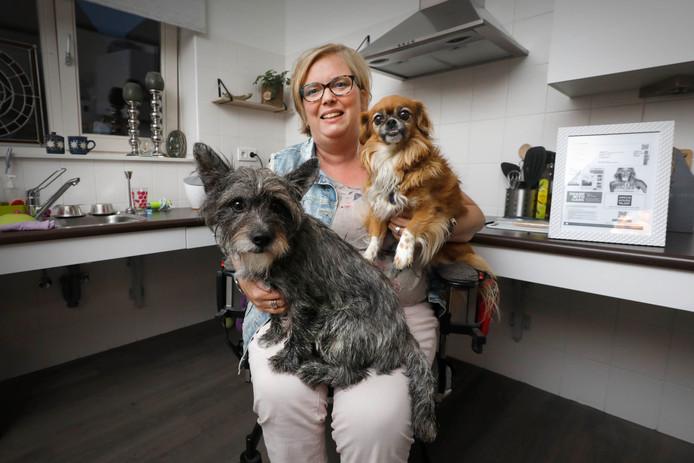 Annet Rooks uit Groesbeek kan naar Helene Fischer zonder haar honden tekort te doen. ,,Ik heb kaartjes gekregen voor mijn veertigste verjaardag.''
