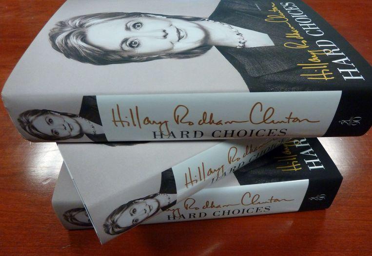 'Hard Choices', de biografie van Hillary Clinton, ligt vanaf vandaag in de winkel. Beeld AFP