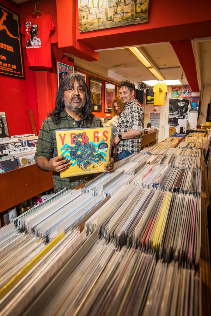 Een bezoek aan de platenwinkel van Ramesh Soekhoe is een reis terug in de tijd.