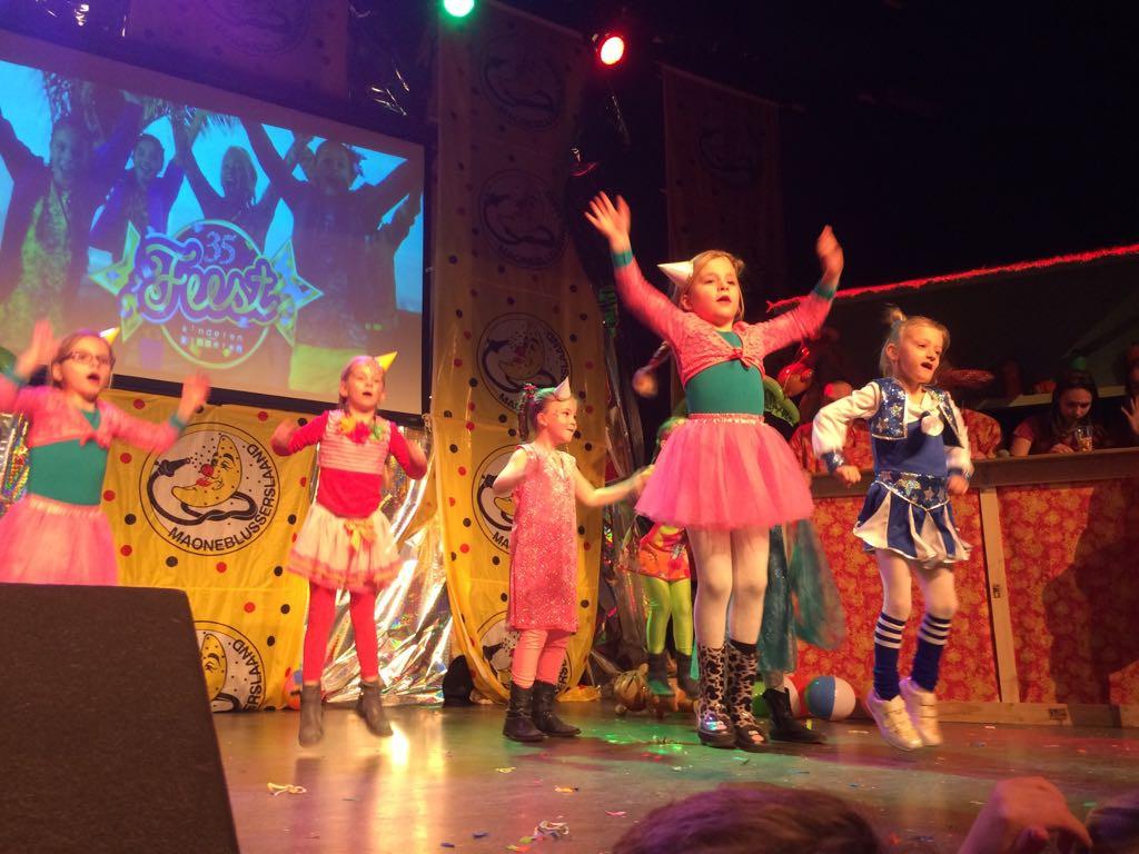 Veel jeugdig talent bij Waspik's got Talent tijdens de opening van carnaval in Waspik in 2018.