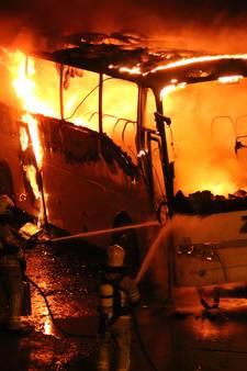 Brand verwoest touringcar in Kloosterzande