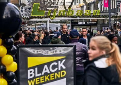 Black Friday: Rotterdamse winkelstraten bomvol kooplustigen