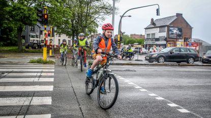 """Bijna helft van ongevallen met kinderen en jongeren gebeurt op weg van en naar school: """"Oefen de route goed met je kind"""""""