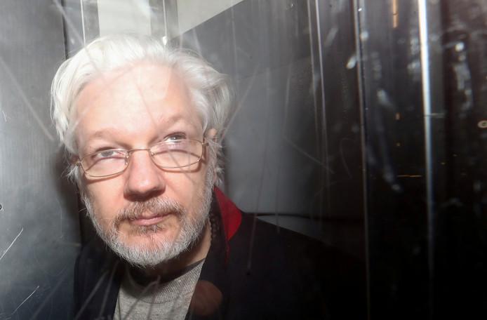 Julian Assange vorige maand in de rechtbank