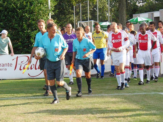 ¶Arja Boogaard beleefde in 2012 een hoogtepunt als scheidsrechter toen ze assistent was bij de wedstrijd Oostkapelle-Lucky Ajax.