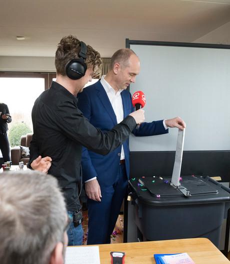 Segers stemt al vroeg in Marle bij het kleinste stembureau van Nederland