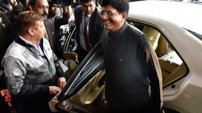 """Indiase minister bespot nadat hij overduidelijk versnelde video van """"hogesnelheidstrein"""" op Twitter zet"""